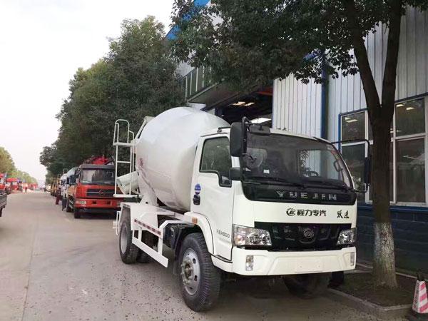 mobile concrete mixer truck for sale